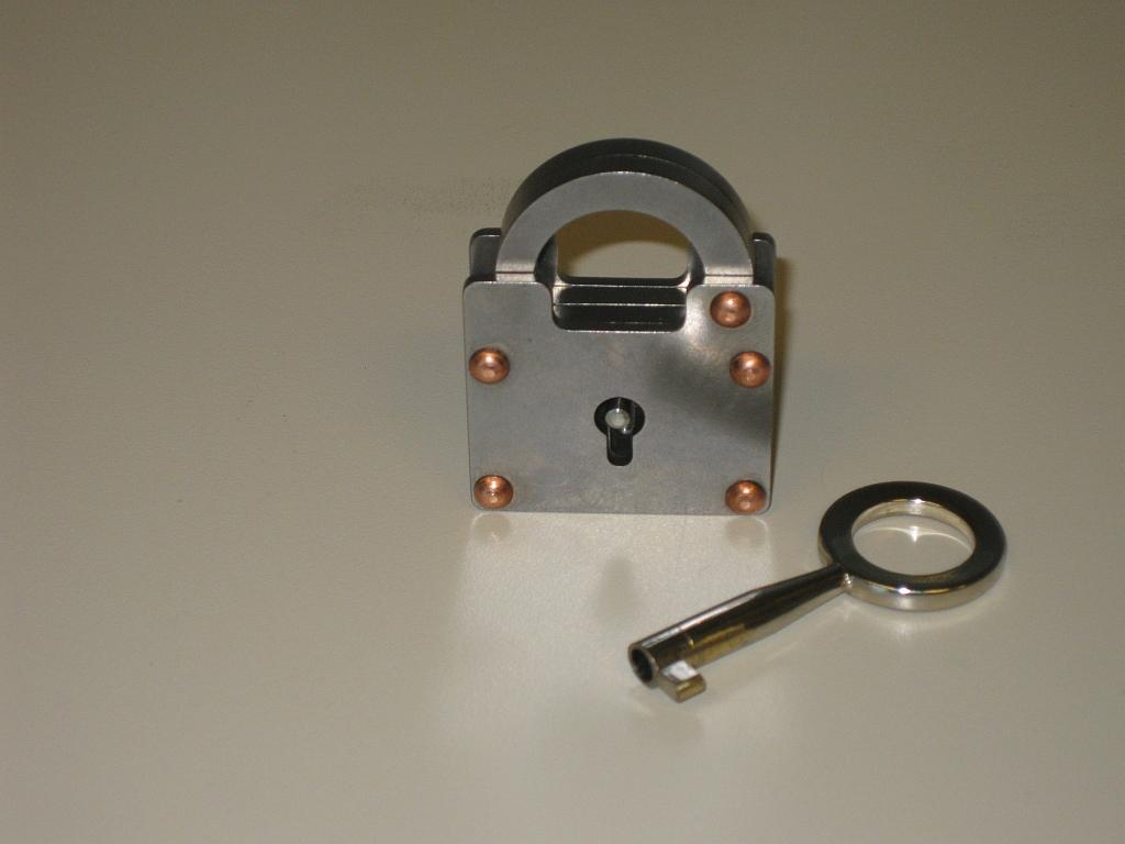 Popplock T6 front