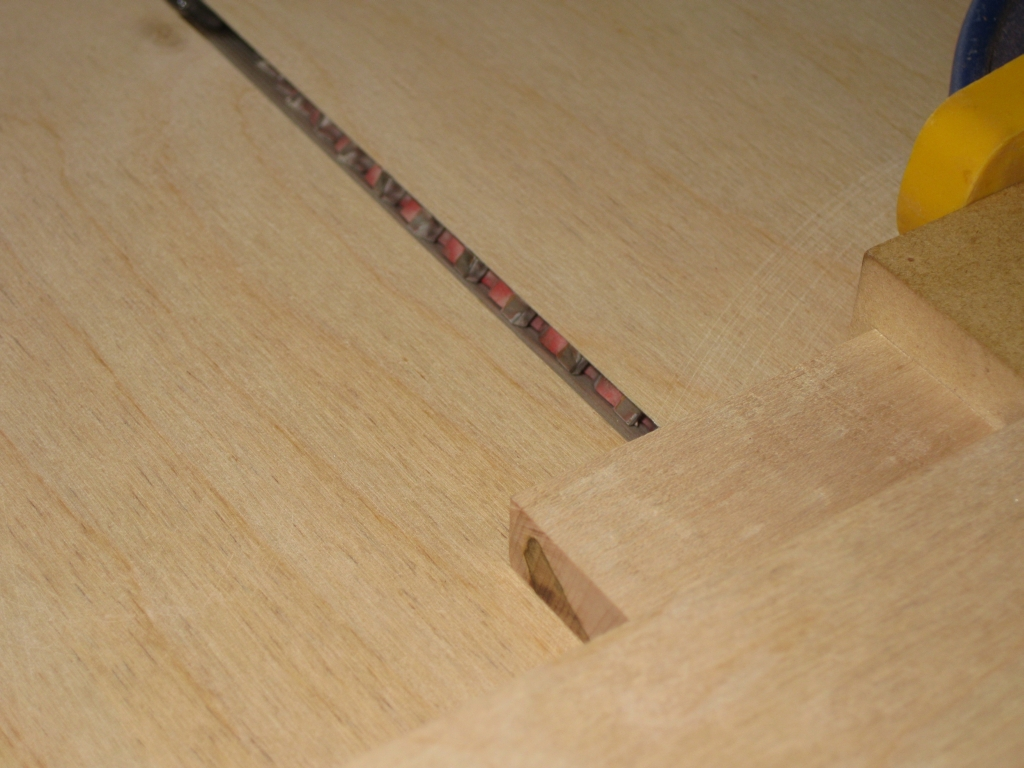 The Jig to cut the centre line in the domino
